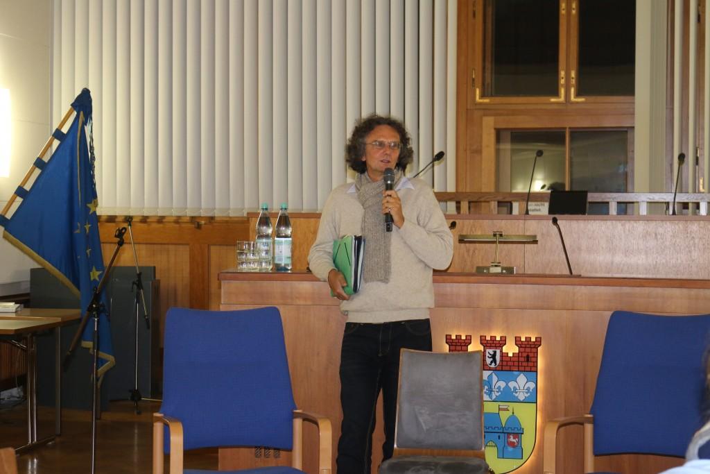 Bezirksstadtrat Oliver Schruoffenegger eröffnet