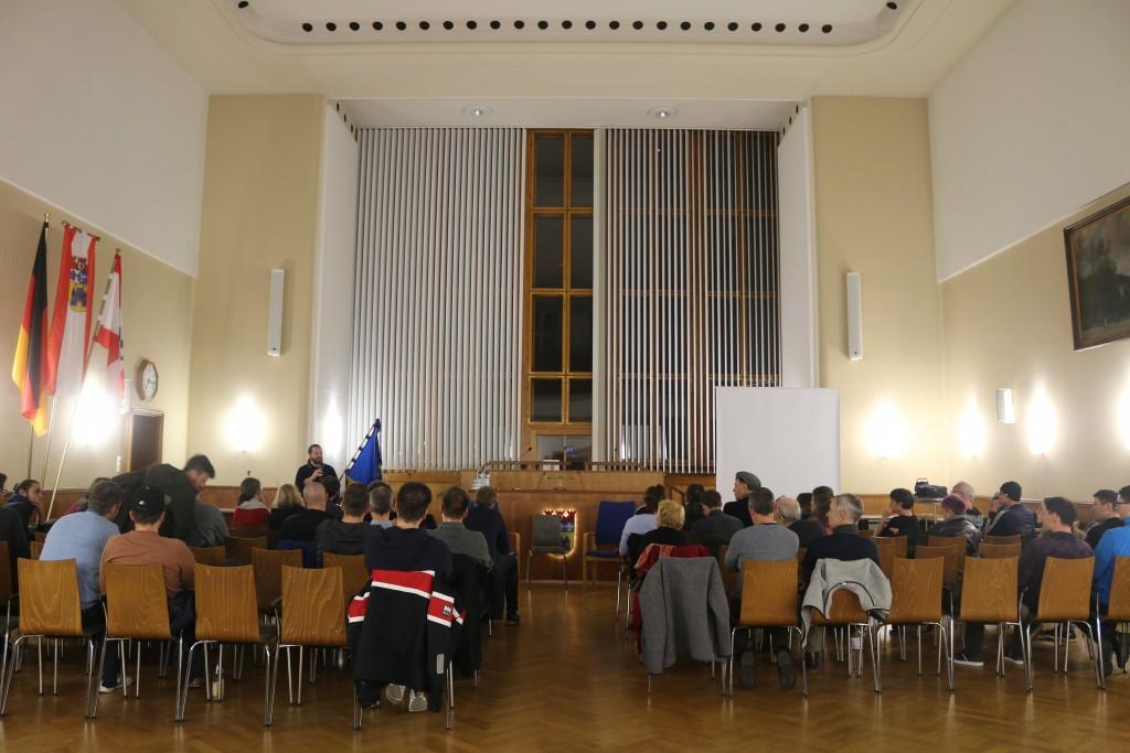 Der BVV-Saal im Rathaus Charlottenburg war gut gefüllt
